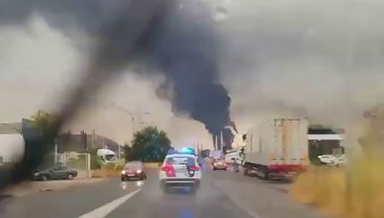 Un rayo incendia un depósito de Repsol en Puertollano