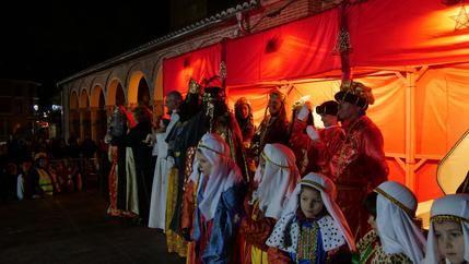Alovera recibió por todo lo alto a sus Majestades los Reyes Magos de Oriente