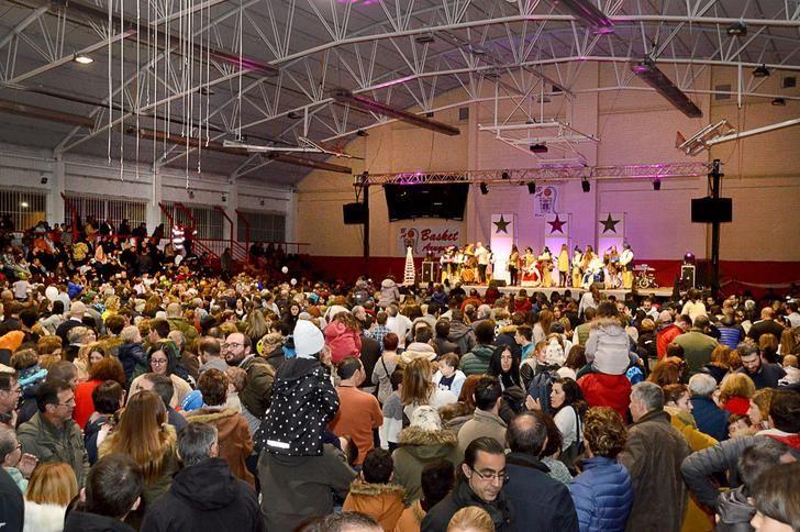 Cientos de niños reciben a los Reyes Magos en Azuqueca