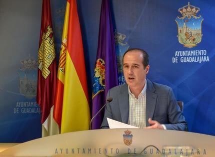El alcalde de Guadalajara anuncia un aplazamiento fiscal para evitar problemas de liquidez a familias y autónomos