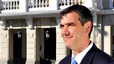 Pablo Casado se acuerda de Antonio Román y le nombra secretario de Sanidad y Bienestar Social del Partido Popular