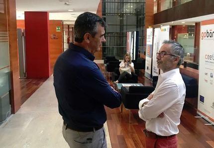 Antonio Román visita en el CEEI la nueva empresa cinematográfica liderada por Pedro Solís