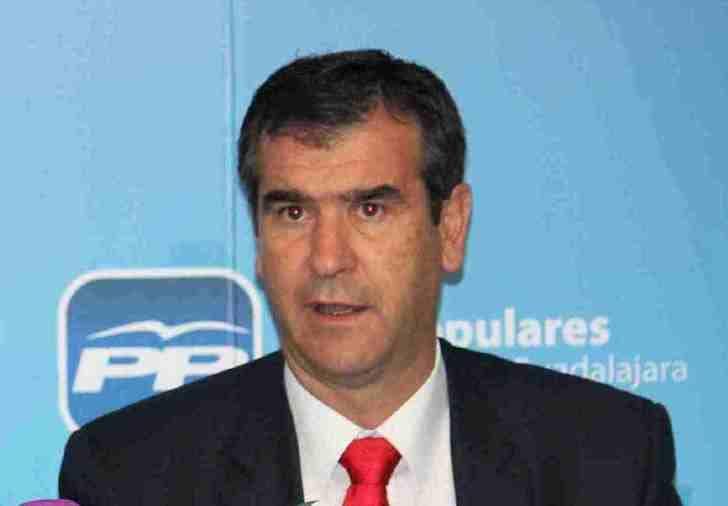 Román cree que Cospedal reúne las condiciones necesarias para presentar una candidatura a presidir el PP