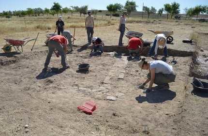 La campaña de excavaciones de este año deja al descubierto varios monumentos funerarios en Segóbriga