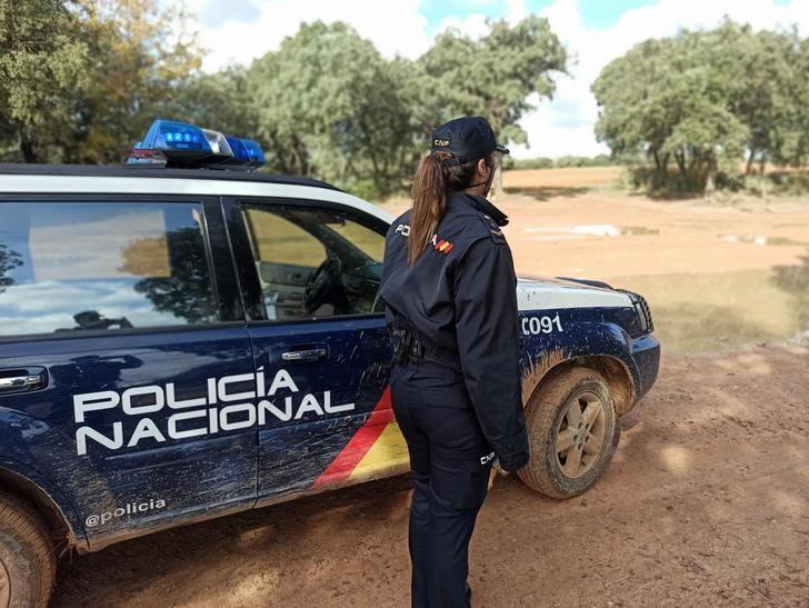 La Policía Nacional de Guadalajara localiza a un matrimonio que se había desorientado en el campo cuando buscaba setas