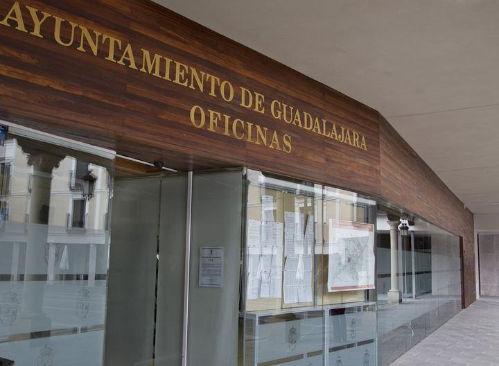El Ayuntamiento de Guadalajara no cobrará por la instalación de terrazas y amplía el horario permitido durante el fin de semana en una hora más