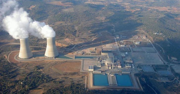 Dos trabajadores heridos durante la recarga de la central nuclear de Trillo