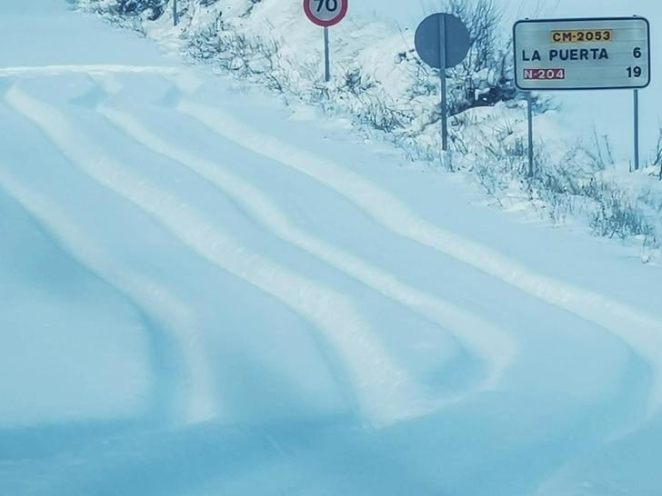 El Ayuntamiento de Trillo despeja con sus medios y operarios las carreteras hasta Azañón, La Puerta, Morillejo, Viana y Valdenaya, incomunicadas desde el sábado