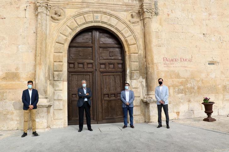 Visita institucional de la UAH a Pastrana para hablar sobre revitalización del uso del Palacio Ducal