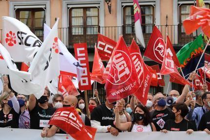 200 trabajadores y trabajadoras de CaixaBank se concentran en Toledo para exigir mejores condiciones en el ERE