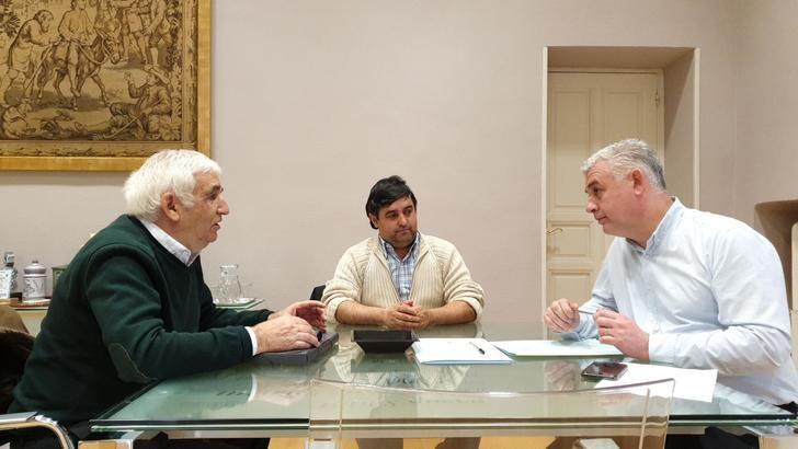 El presidente de la Diputación, José Luis Vega, atiende las demandas de las E.A.T.I.M.