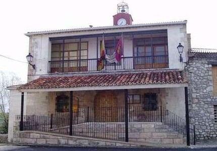 Villanueva de Alcorón va a quedarse sin farmacia y reclama a Page que haga algo para evitarlo