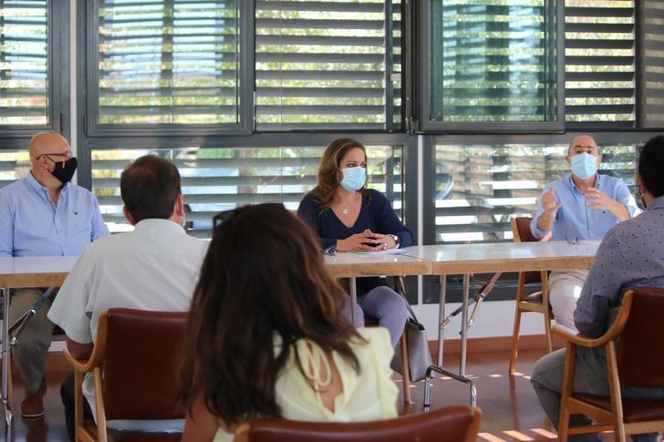 Villanueva se reúne con alcaldes de la Campiña para hablar de las ayudas de la Diputación al fomento del empleo y la contratación