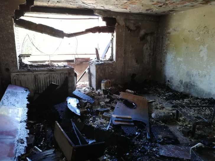 Bomberos y Policía confirman que no hay daños estructurales en el edificio incendiado en la calle Moscardó Guzmán de Guadalajara y ordenan el realojo de las plantas 1 y 2