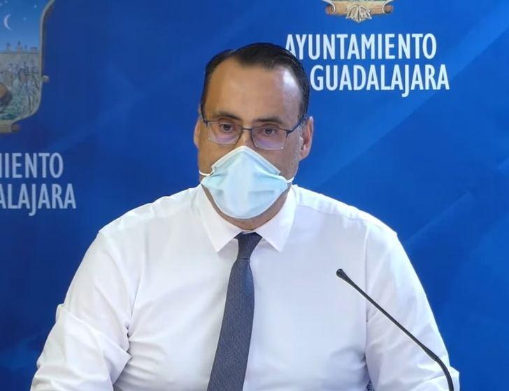 """VOX traslada a Alberto Rojo las quejas de los guadalajareños por """"la mala atención en los Centros de Salud de la ciudad"""""""