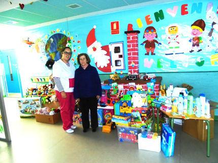 La Escuela Infantil Municipal de Yunquera entrega a Cáritas juguetes y productos de higiene para niños