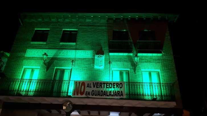 El Ayuntamiento de Yunquera de Henares ilumina de verde el Edificio Municipal de Usos Múltiples por el Día Mundial Contra la ELA